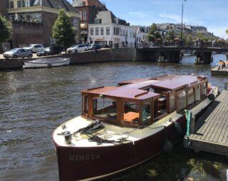 Salonboot op de Nieuwe Gracht